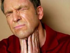 Болить горло з нежиттю і температурою