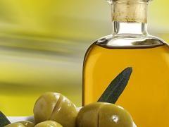 Домашня маска для обличчя з оливкового масла для здоров`я