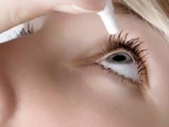 Зволожуючі краплі для очей і особливості їх використання